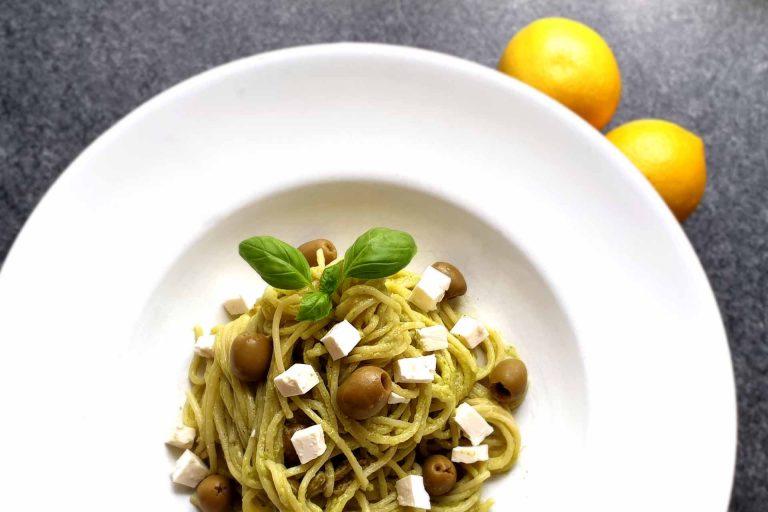 Nudeln mit Avocado Pesto