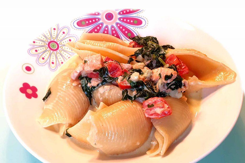 Pasta mit Lachs und Spinat