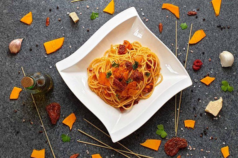 Kürbis Spaghetti mit getrockneten Tomaten