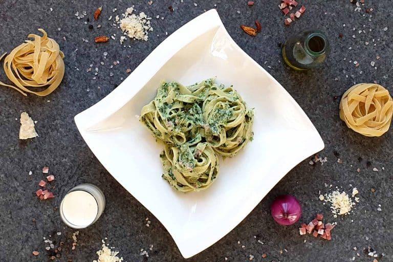 Tagliatelle mit Spinat und Speck