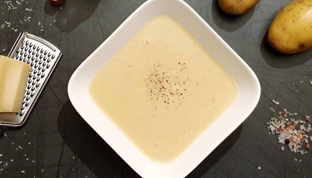 Kartoffelcremesuppe mit Parmesan
