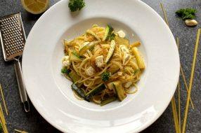 Pasta mit Zucchini und Feta